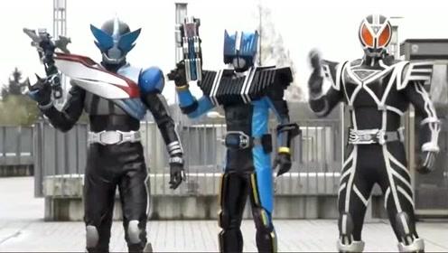 终骑和帝骑绝对是两兄弟,不仅两人的铠甲很像,就连使用的卡牌都是同一种