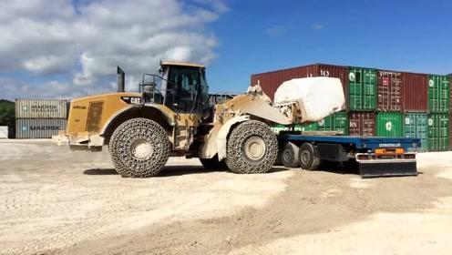 在大理石采石场工作的Cat 980 M和Cat 980H轮式装载机
