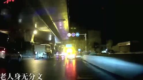 六旬大爷深夜逗留公交场站,公交司机开私家车送他回家