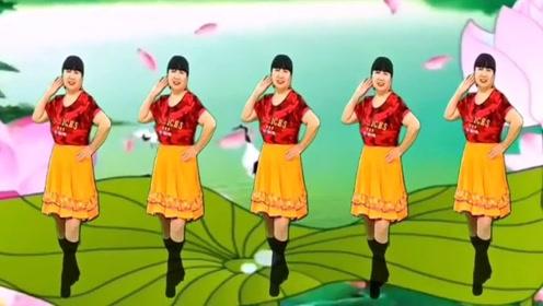 成碧姐妹广场舞《山不转水转》动感时尚,一看就会