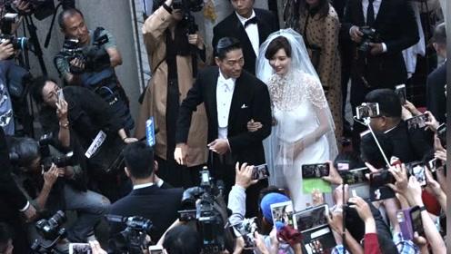 林志玲挽老公离场笑容甜蜜 获众多市民围观大方任拍