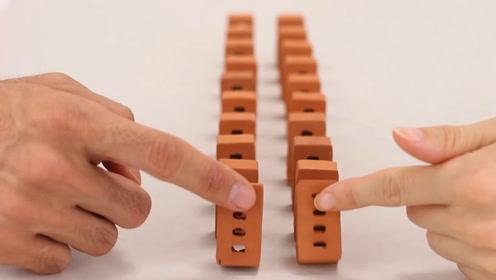 指头大小的空心砖,被当成多米诺骨牌玩,推倒的瞬间也太过瘾了