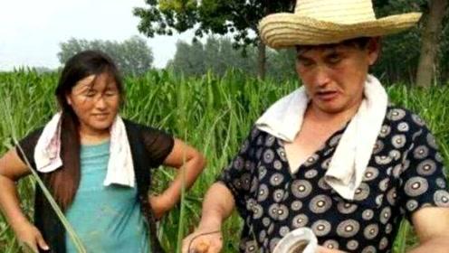 大衣哥的老婆李玉华做直播,年收入近百万,网友:难以置信