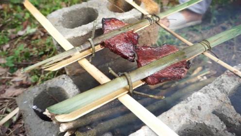 """越南美食""""蚂蚁烤牛肉"""",用牛肉吸引蚂蚁,网友:真会吃!"""