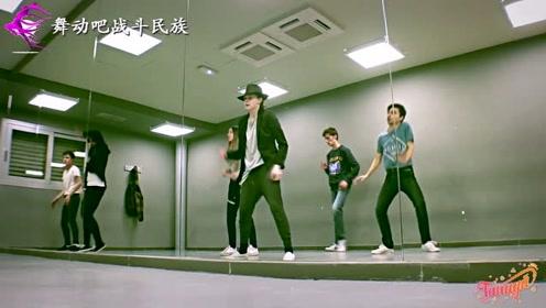 """灵魂模仿!外国街舞达人重现""""迈克尔杰克逊""""经典舞步"""
