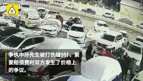司机停车挡道被催挪车,一言不合开打