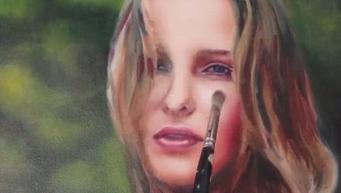 一场意外让画家痛失爱人,他悲痛化为力量,将至爱永久留在画里