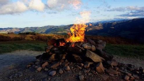 世界上最小的火山,高度不足2米,却百年燃烧从未停止!