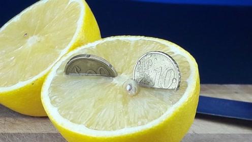 柠檬的酸性到底有多强?硬币放进去,这效果堪比硫酸
