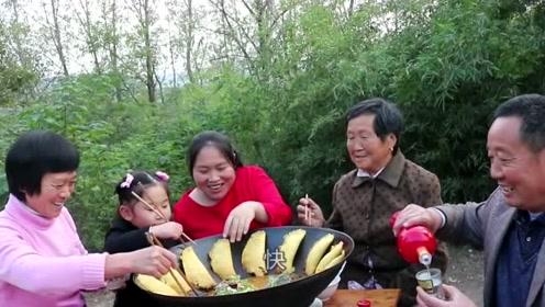 胖妹一家子难得一起吃饭,15斤大鱼胖妹做焖锅,配上锅边大饼才够味