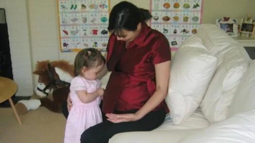 51岁邓文迪为女儿庆生 晒早期孕肚照家装很简朴