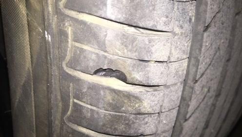 前轮胎壁蹭掉了指甲壳大小的皮高速会爆胎吗?