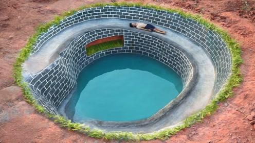 奇葩小伙脑洞大开,平地挖出豪华泳池,里面竟然还暗藏玄机!