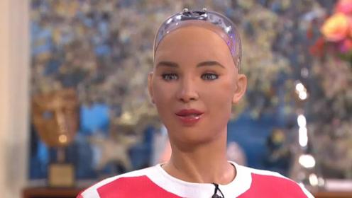 女机器人索菲亚接受采访:我现在学会画画了