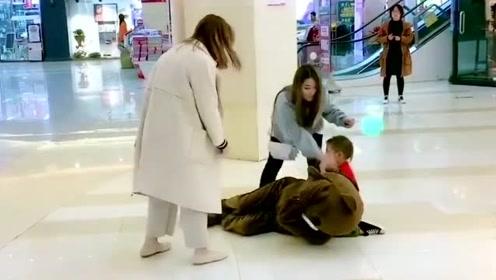 网红熊真的是胆大,没事去整蛊小姐姐,这下被人收拾了吧