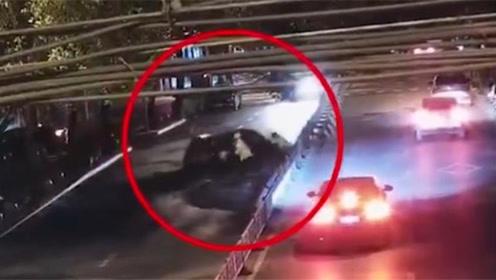 酒驾司机遇交警设卡检查 逆行逃窜冲撞交警连撞多车