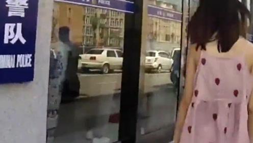女子多次穿着暴露,在街头做出不雅动作,民警顺藤摸瓜端掉竟有意外发现!