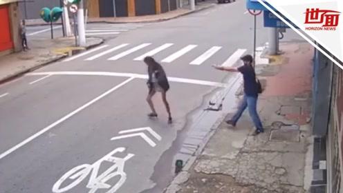 男子街头枪杀女乞丐后淡定离开 只因对方向其讨要1.7元