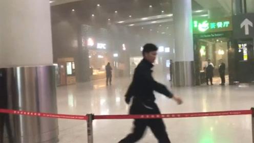 西安咸阳国际机场冒出大量烟雾 冒烟点系一微型睡眠屋