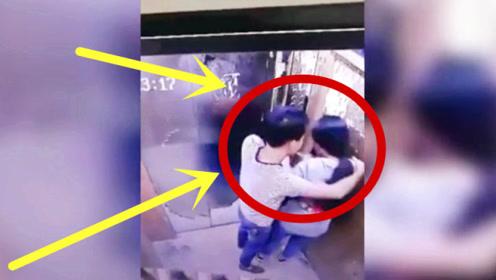 悲剧!女孩电梯内遇见变态男,电梯关上就是绝望的开始!