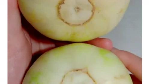 教你两个挑选香瓜的小技巧,保证你买到的香瓜个个都甜
