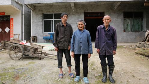 八旬夫妻和56岁大儿子在家种地,小儿子外出打工挣钱,两个儿子都单身