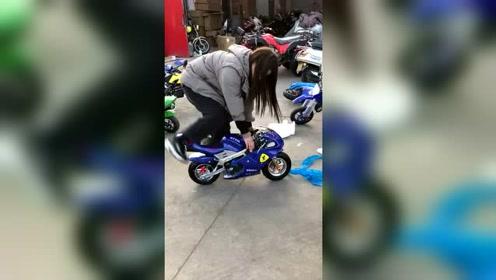 骑着心爱的小摩托,逛街去!