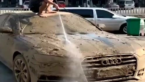 洗车场来了一辆奥迪,20元的洗车费亏了!