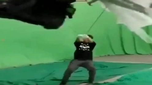 拍摄现场,演员转的头都晕了