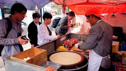 中国游客去巴基斯坦,在路边购买当地煎饼,老板的举动令人感动