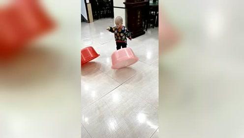 宝贝儿你这给为娘省多少玩具钱呀