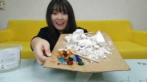妹子38元买的黄金挖宝商家发错货了,最后挖出15块宝石,赚大了