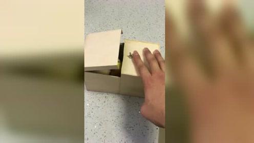 搁我这个脾气玩这样的盒子,我肯定把它给摔了!
