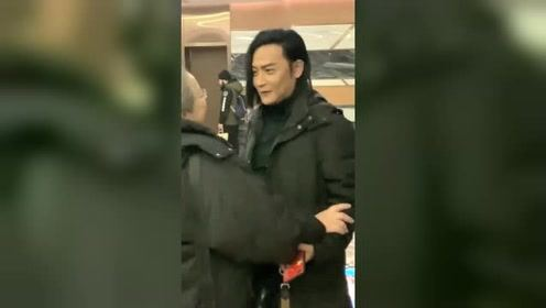 当年的尔泰陈志朋碰到容嬷嬷,一个举动看懵了