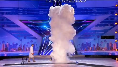 美国达人秀:舞台惊现一朵蘑菇云?现场评委看得一脸懵!