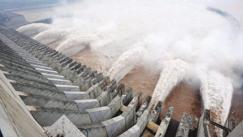 三峡大坝投资近2500亿,竣工13年如今赚了多少钱?网友:难以置信