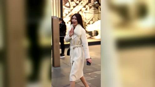 白色大衣的御姐姐