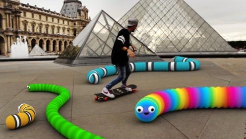 贪吃蛇来到现实中会怎样?小伙用滑板玩出新高度,网友:蛇皮走位!