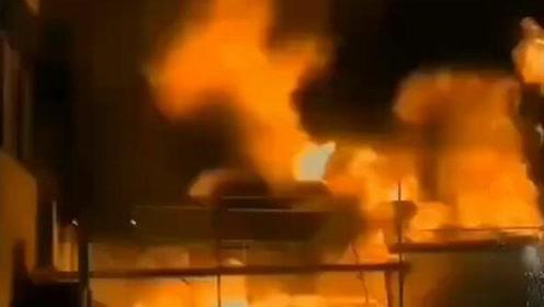 海宁一印染厂发生污水罐体坍塌致4死16伤 目前救援仍在进行
