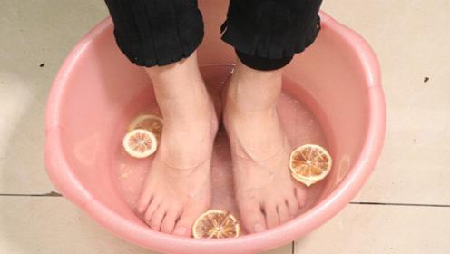 泡脚时放几片柠檬,很多人不知道有啥用,学会受益终身
