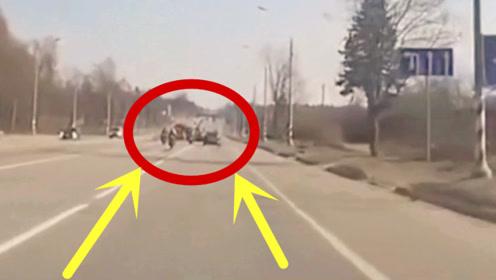 3名社会青年马路上硬刚,3秒后一个比一个惨,家人无法接受!