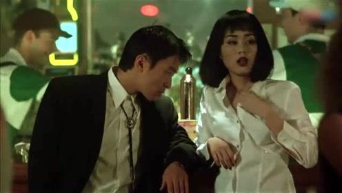 星哥与美女跳舞,不料女子这反应,挺主动啊