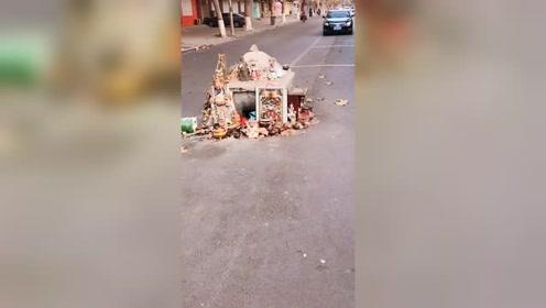 霸气!这是我见过最霸气的城中庙,啥车见到都要绕着走!