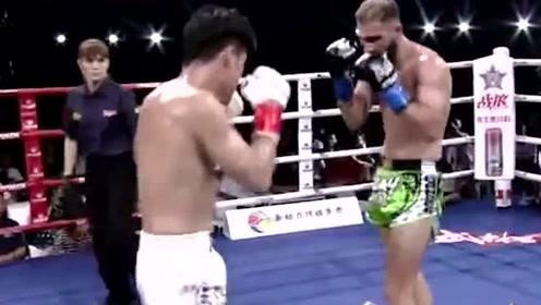 31战全胜场场KO的徐元庆一拳打在对手面门上,看着真疼