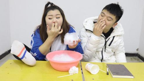 纸杯也能DIY泡泡机?胖芸儿和同桌大PK,输的人闻臭脚丫