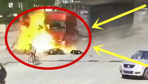 失控大货车马路大开杀戒,十几个家庭瞬间灰飞烟灭,监控惨到不忍直视!
