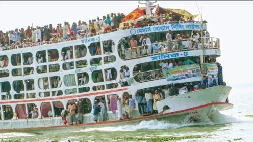 """印度人""""开挂式""""客船,严重""""超载""""1200人,船都快被压沉了"""