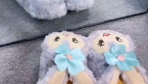 要被闺蜜的这双小可爱拖鞋迷住了,好想偷回家啊!