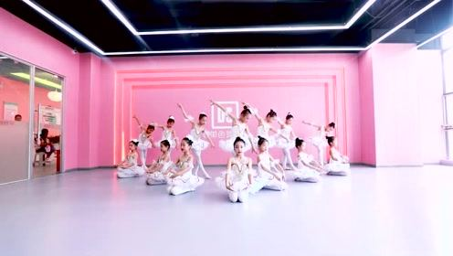 孩子跳芭蕾的样子,世界变成了粉红色!