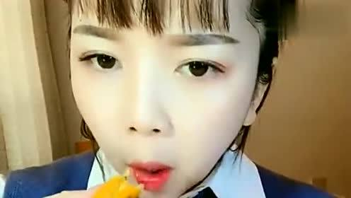吃冰小姐姐:在家吃用百香果做的食物,这爆籽的声音好好听啊!